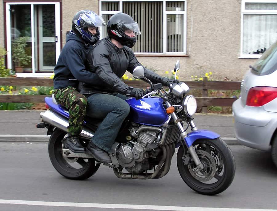 motorcycle speak with passengers
